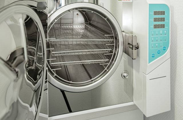 Medical autoclave for sterilising